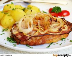Vepřový řízek naruby Czech Recipes, Ethnic Recipes, Cabbage, Spaghetti, Menu, Chicken, Vegetables, Cooking, Treats