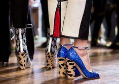 Boa notícia para as aficionadas por animal print diretamente das passarelas internacionais de verão 2017: os defiles de Nova York, Londres, Milão e Paris apostaram alto na estampa animal para os sapatos de suas novas coleções.