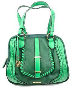 Bolsa confeccionada em couro ecológico. Lindo acabamento externo, sofisticando o modelo e a cor alegre dá um toque de descontração no visual.