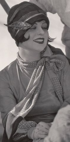 """Clara Bow on a visit to Victor Fleming filming """"The Rough Riders"""" (1927)."""