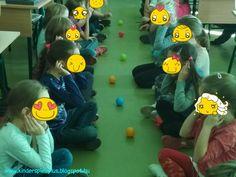 Testrészeket gyakoroltunk kis mozgással. Gyerekek párban ülnek egymással szemben, mondom a testrészeket, ezeket meg kell magukon érinteni. H...