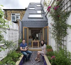 narrow house design in Clapham, London. Home Garden Design, Small Garden Design, Home And Garden, Herb Garden, Vegetable Garden, Extension Veranda, Narrow House Designs, Narrow Garden, Balkon Design