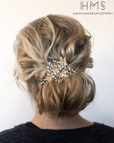 Textured updo for fine hair. color by styled_by_carolynn Click the image now for more info. Thin Hair Updo, Natural Hair Updo, Natural Hair Styles, Haircuts For Fine Hair, Wedding Hairstyles For Long Hair, Up Hairstyles, Medium Haircuts, Bridal Hairstyles, Vintage Hairstyles