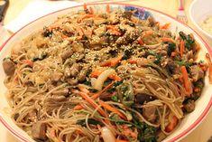 Koreanische Chap Chae Nudeln. Haben wir letztens bei koreanischen Kollegen gegessen, war richtig lecker :)