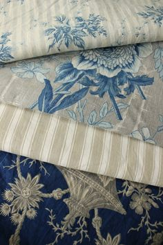 Antique Vintage French textiles H French Country Style, French Country Decorating, Country Life, Country Kitchen, Blue Fabric, Linen Fabric, Décor Antique, French Fabric, Linens And Lace