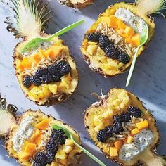 Pineapple-Mango Breakfast Bowls Take your taste buds to the tropics with these fruit-and-yogurt-filled pineapple boats. Fruit Recipes, Brunch Recipes, Breakfast Recipes, Papaya Recipes, Mango Recipes, Breakfast Sandwiches, Healthy Fruits, Healthy Snacks, Healthy Breakfasts