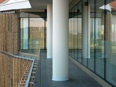 Dettaglio di uno dei balconi sulla corte interna (foto Stefano Gusmeroli)