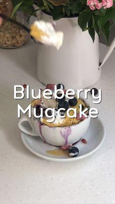Rezept - Heidelbeer Mugcake Rezept Mrs Flury – einfach und schnell gesund backen, gesunder Kuchen, ohne we - Quick Dessert Recipes, Easy Cake Recipes, Apple Recipes, Easy Desserts, Healthy Recipes, Dinner Recipes, Protein Recipes, Quick Recipes, Mug Cakes