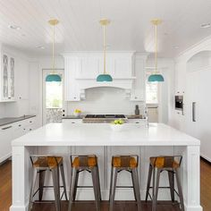 Having a white kitchen will make the room look bigger and brighter! Let me help you find the perfect home for you with a white kitchen that you will love! Home Decor Kitchen, Kitchen Interior, Kitchen Ideas, Kitchen Inspiration, Loft Kitchen, Kitchen Layouts, Kitchen Lamps, Kitchen Industrial, Kitchen Updates