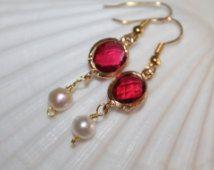 Orecchini da sposa rosso, perle d'acqua dolce naturali, lunetta oro, occhini con…