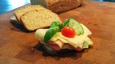 The Franska #4 är en variant på det omåttligt populära LCHF-brödet The Franska men med hela ägg och utan mandelmjöl. Otroligt gott och enkelt bröd! Lchf, Keto, Sushi, Low Carb, Ethnic Recipes, Food, Sugar Free, Essen, Meals
