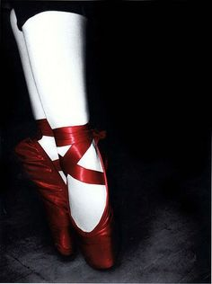In a past life I was a ballerina.i have this fascination with pointe and ballet.it's weird. Ballet Costumes, Dance Costumes, Color Splash, Outfits Damen, Ballet Beautiful, Pointe Shoes, Ballet Dancers, Ballerinas, Black White Red
