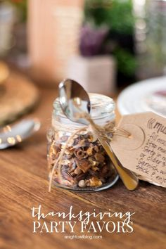 DIY Thanksgiving Party Favors: Gift your Thanksgiving guests a party favor of mulled spices and fill their homes with the warmth and comfort of fall.