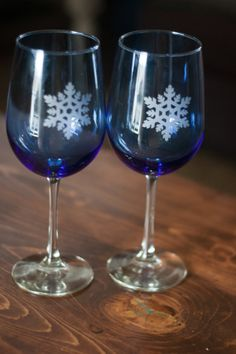 Christmas Holiday Wine glass set. by evanchandlerdesigns on Etsy, $25.00