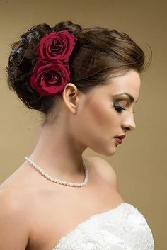 Beautiful Wedding Updo Bun Hairstyles with Rose Flower for Long Hair in Dark Brown Color in Side View Curly Wedding Hair, Wedding Hair And Makeup, Wedding Updo, Rose Wedding, Bridal Makeup, Wedding Bouquets, Hair Makeup, Wedding Dresses, Bridal Bun