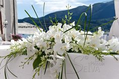 Church Flower Arrangements, Flower Centerpieces, Wedding Centerpieces, Floral Arrangements, Wedding Decorations, Indian Wedding Flowers, Church Wedding Flowers, Wedding Bouquets, Heather Plant