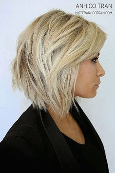 Short Layered Hairstyles From year to year, a short hairstyle is traditionally topped by the lists of the most popular female haircuts. In the 2019 se. Short Layered Bob Haircuts, Haircuts For Wavy Hair, Haircut For Thick Hair, Long Hair With Bangs, Short Hair With Layers, Short Hair Cuts, Layered Hairstyles, Hairstyles 2018, Pixie Cuts