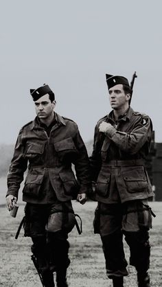 band of brothers Lewis Nixon, Company Of Heroes, Really Good Movies, Damian Lewis, American Exceptionalism, Band Of Brothers, Film Inspiration, Paratrooper, American Soldiers