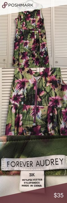 Dress Lovely dress, sleeveless, slightly gathered in front. I ordered this online from Target, worn once, to big for me now Forever Audry Dresses Midi