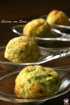 Polpette di zucchine - versione finger food.Volete una ricettina semplice e veloce per gustare le zucchine e stupire i vostri ospiti