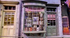 Take a Trip Down Diagon Alley – & Potter& Diagon Alley Has . Harry Potter Diagon Alley, Harry Potter Studios, Maps Street View, Book Nooks, Hogwarts, Architecture, Flourish, Puppets, Diorama