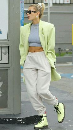 Sport Chic: we want this trend in 2019 too! - Sporty chic look - Chill Outfits, Mode Outfits, Trendy Outfits, Fashion Outfits, Womens Fashion, Fashion Trends, Office Outfits, Sporty Chic Outfits, Sporty Clothes