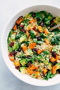 Roasted sweet potato and quinoa salad! Fresh and healthy roasted sweet potato and quinoa salad made with spinach and avocados. A healthy and delicious lemon vinaigrette dressing coats this salad. recipe from chelseasmessyapron.com