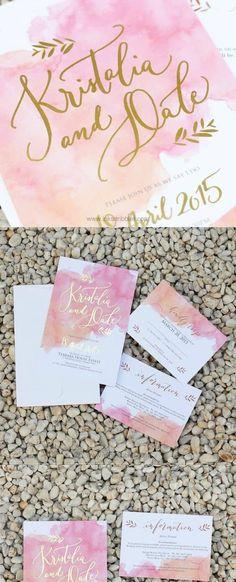 Acuarela en rosa con letras en dorado con un diseño perfectamente balanceado.