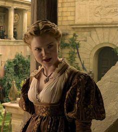 Holliday Grainger as Lucrezia Borgia inThe Borgias (TV Series, 2013).