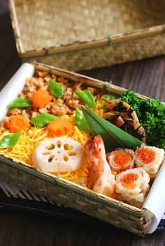 Japanese Bento of Chirashizushi (one of Japanese sushi cuisine, vinegared rice garnished with various ingredients)|菊乃井風きつねちらし寿司弁当 by ysyk