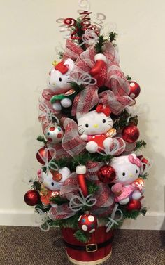 Hello Kitty Tabletop Christmas Tree by lavenderlilli on Etsy Hello Kitty Christmas Tree, Pink Christmas, All Things Christmas, Beautiful Christmas, Christmas Time, Christmas Ideas, Tabletop Christmas Tree, Christmas Tree Design, Christmas Decorations