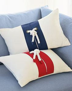 [nautical+rope+pillows+wshome.jpg]