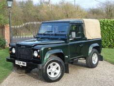 Land Rover Defender 90 pick-up farm canvas top in very nice Epson green. Landrover Defender, Defender 90, Best 4x4, Land Rovers, Epson, Wonders Of The World, Motors, Eye Candy, Rest