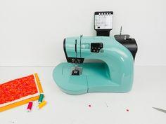 Crash test : Machine à coudre Toyota Oekaki Modern Sewing Machines, Crash Test, Rosalie, Machine Design, Diy, Coffee, Dressmaking, Kaffee, Bricolage