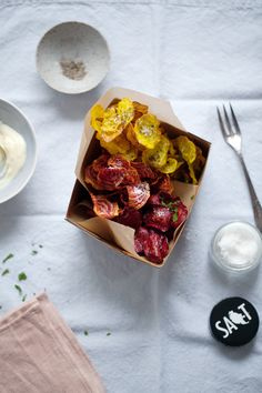 beet chips with aioli on cannelle et vanille.
