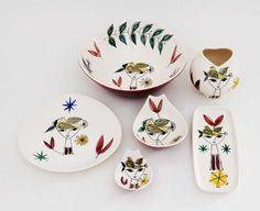 144 - Dame med fugl på hodet - Stavangerflint Porcelain Ceramics, Ceramic Pottery, Scandinavian Dinnerware, Scandi Home, Stavanger, Mid Century Design, Earthenware, Scandinavian Design, Norway