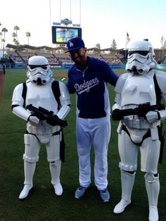 Matt Kemp with new friends (via MLB)