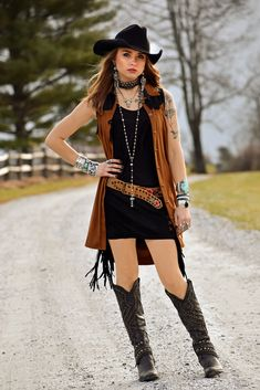 46 Ideas Hat Cowgirl Shirts For 2019 Sexy Cowgirl, Cowgirl Mode, Black Cowgirl, Cowboy Girl, Cowgirl Style, Gypsy Cowgirl, Western Style, Country Girl Outfits, Country Fashion