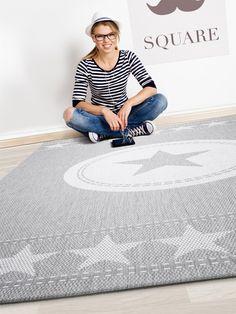 Der Outdoor-Teppich Essenza Star eignet sich mit seinem coolen Stern-Motiv in klaren Farben perfekt für Jugendzimmer und alle modernen Wohnungen.