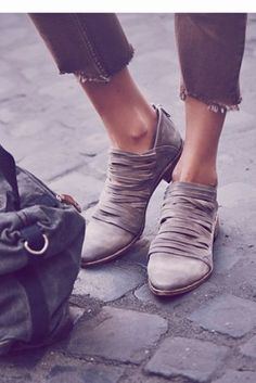 Free People knows what they're doing when it comes to shoes.. \\ #freepeople #shoes #lostvalley #footwear