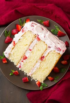 Fresh Strawberry Cake – this cake is DIVINE! It's The perfect summer cake! The … Fresh Strawberry Cake – this cake is DIVINE! It's The perfect summer cake! The cream cheese in the whipped cream topping makes all the difference. Mothers Day Desserts, Just Desserts, Delicious Desserts, Dessert Recipes, Mothers Day Cake, Dessert Ideas, Fresh Strawberry Cake, Strawberry Cake Recipes, Strawberry Filling For Cake