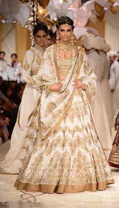 Rohit Bal. #lehenga #choli #indian #shaadi #bridal #fashion #style #desi #designer #blouse #wedding #gorgeous #beautiful