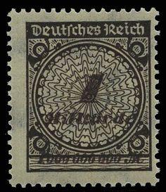 """German Empire, 1918/23 inflation issues, Michel 325A Pb, 1 Mrd. M. Freimarke 1923, gezähnt """"A"""", Plattendruck, Farbe """"b = schwarzbraun"""". Die postfrische und sehr gut gezähnte Marke ist, wie häufiger vorkommend, etwas stärker dezentriert und weist rückseitig leichte Farbspuren (Abklatsch) auf, welche die Seltenheit dieser Marke nicht mindern. Fotoattest Weinbuch BPP > echt und einwandfrei <. Mi. 1.200,-€"""