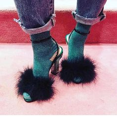 "365 curtidas, 5 comentários - Berna Ulutas (@mybudesign) no Instagram: ""#style #stydia #styling #stylish #styleblog #fur #furdetails #furdesign #shoes #beauty #beautiful…"""