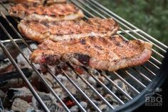 Hoe barbecue je karbonade - BBQ-helden Barbecue, Tandoori Chicken, Pork, Herbs, Meat, Ethnic Recipes, Heroes, Kale Stir Fry, Barrel Smoker