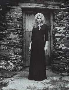 (SD) Model Kate Moss, Photographer Juergen Teller for Vogue Italia Juergen Teller, Foto Fantasy, Dark Fantasy, Fantasy Art, Robes Vintage, John William Waterhouse, Season Of The Witch, Moon Child, Kate Moss
