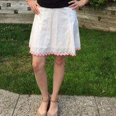 ⚪️Betsey Johnson Skirt 2⚪️ Betsey Johnson skirt size 2. White with gorgeous pink trim design. Excellent condition, no flaws... Price is negotiable, comment for details!! Betsey Johnson Skirts