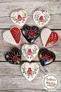 Kalocsai mézeskalácsszívek, Hearts with Hungarian folk art by Grillázs Mézes
