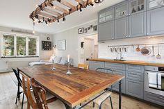 - Fastighetsförmedlingen för dig som ska byta bostad Ladder, Kitchen Island, Table, Furniture, Home Decor, Ska, Island Kitchen, Stairway, Decoration Home