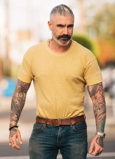 Signature Sleeve Basic T-Shirt - Sheehan & Co. Signature Sleeve Basic T-Shirt - Daniel Sheehan, Stylish Men, Men Casual, Mens Toupee, Popular Mens Hairstyles, Mein Style, Best Mens Fashion, Men's Fashion, Older Men